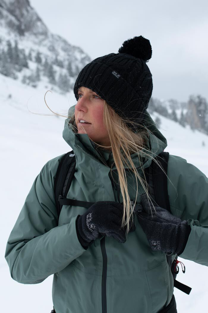 SNOW HIKING OUTFIT WOMEN